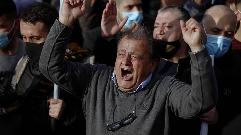 متظاهرون قرب القصر الجمهوري في بعبدا