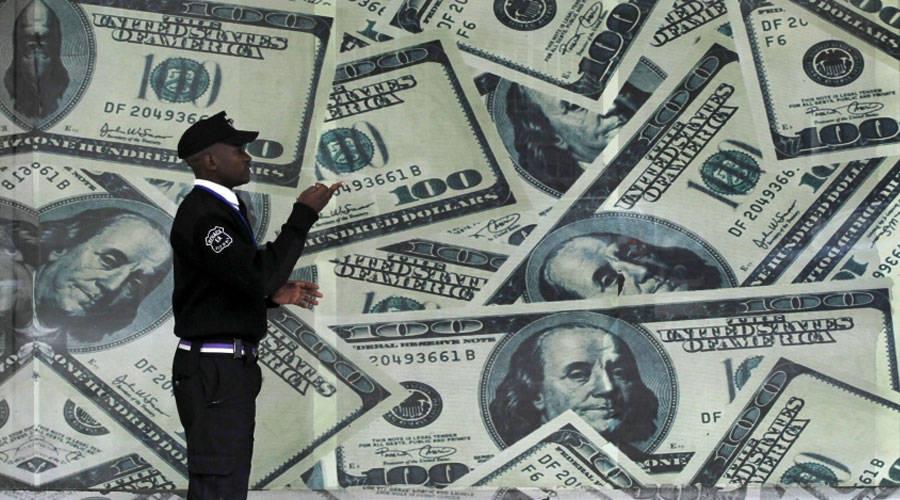 الدولار يتمسك بمكاسبه وسط مخاوف مفاجأة التضخم  image