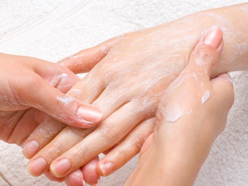 تقشر الجلد يشوه مظهر يديك صحيفة الخليج