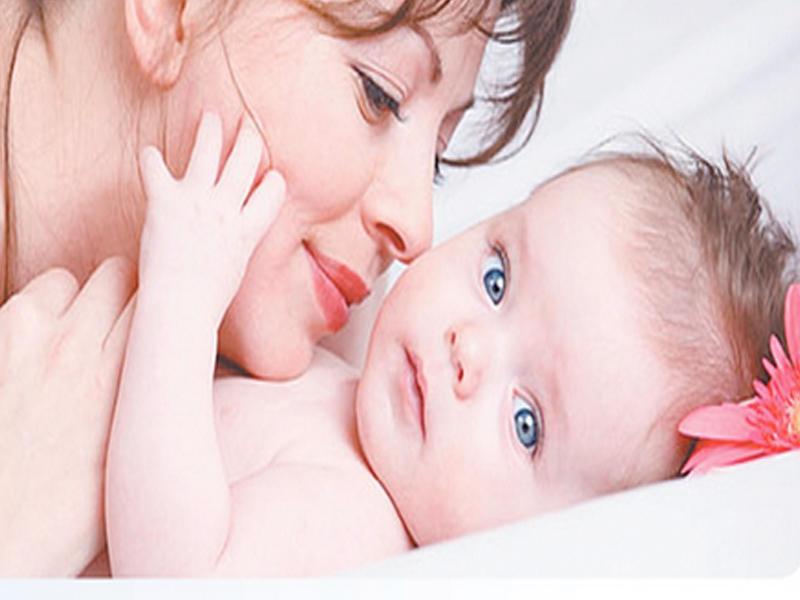سلوك الأم يخفف آلام التسنين صحيفة الخليج