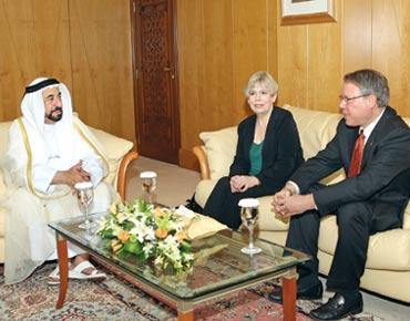 مسؤول عربي يوقع ميثاق التسامح 92078.jpg