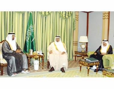 محمد زايد وسلطان عبدالعزيز يستعرضان 97089.jpg