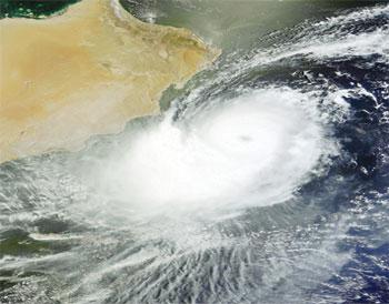 """درجة الاستعداد """"البرتقالي"""" تحسباً الإعصار 101938.jpg"""