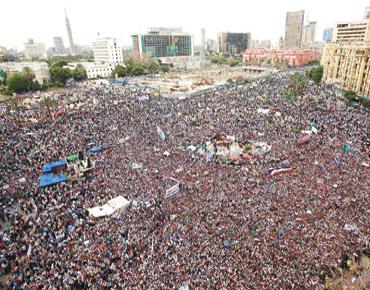 """الإخوان في مصر يهددون بالاعتصام لتسريع """"العزل"""""""