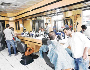 84758c0c9 بلدية مدينة أبوظبي تضع شروطاً جديدة لصالونات الحلاقة