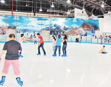 90fcc4cf5 أعلن بوادي مول، المول الأضخم في مدينة العين، عن استبداله حلبة التزلج  الاصطناعية في المول إلى حلبة تزلج تعتمد على الجليد الطبيعي .