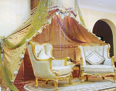c2879ac2d تتميز الإماراتية بذوقها الرفيع، وقدرتها على التحدي والإبداع، وهذا ما جعلها  تبدع في مجال تنظيم الأعراس والحفلات، الذي اتجهت إليه واستطاعت أن تبرز فيه  وتتميز ...