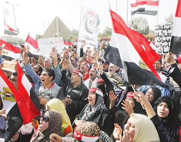 مصر: مليونية تدعو إلى رحيل مرسي وتدخل الجيش