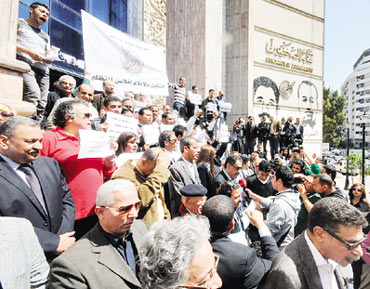 """مصر : تهديدات للإعلاميين وأئمة يحتجون على """"الأخونة"""" في مصر"""