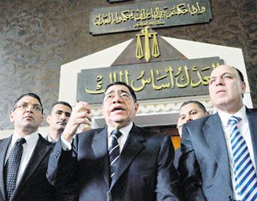 مصر :محكمة استئناف القاهرة تقضي ببطلان عزل النائب العام السابق