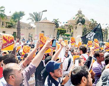 """مصر : محكمة مبارك تتنحى عن نظر """"قضية القرن"""""""