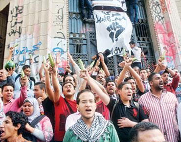 """مصر : تظاهرات ترفع """"الكوسا والخيار"""" احتجاجاً على """"البراءات"""""""